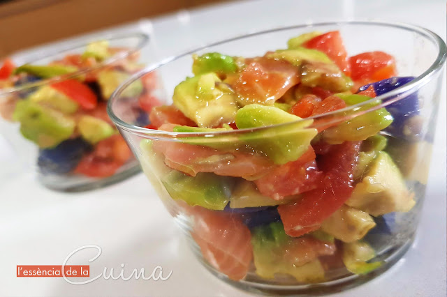 Amanida rapida, amanida saludable, amanida de patates, salmó, recepta rapida, recepta saludable, avocat, ensalada rapida, ensalada saludable, salmón, l'essencia de la cuina, blog de cuina de la sonia