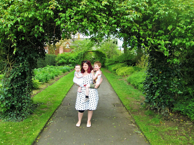 Standing under the green leafy arches (Mummy and Me Photo)