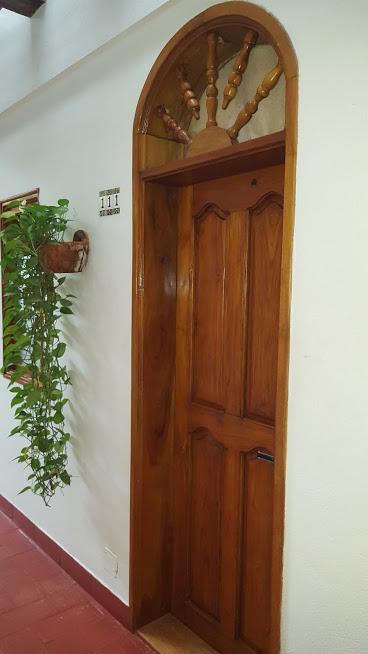 Entrada do quarto no Hotel 3 Banderas em San Diego - Cartagena