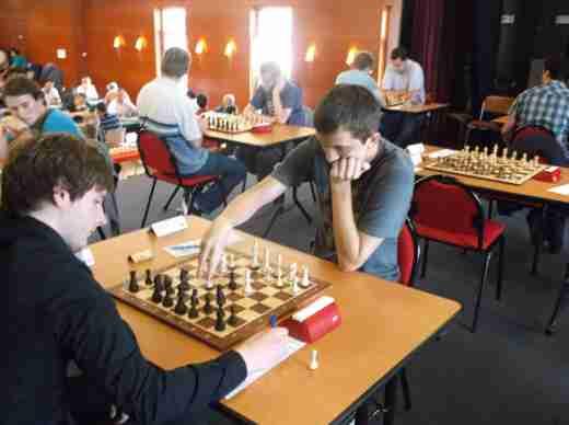 La salle de jeu du tournoi d'échecs de Plancoët - Photo © Christian Bleuzen