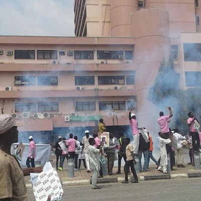 Photos: Students protesting the detention of Shiite leader, Ibrahim El-Zakzaky, teargased in Abuja 9