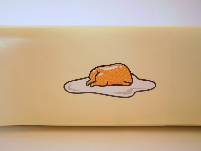 Japanese  Gudetama cookies,side of box showing Gudetama