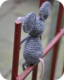 Schoenstrickende Häkelanleitung Für Amigurumi Maus