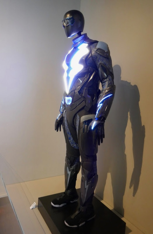 Black Lightning season 1 costume