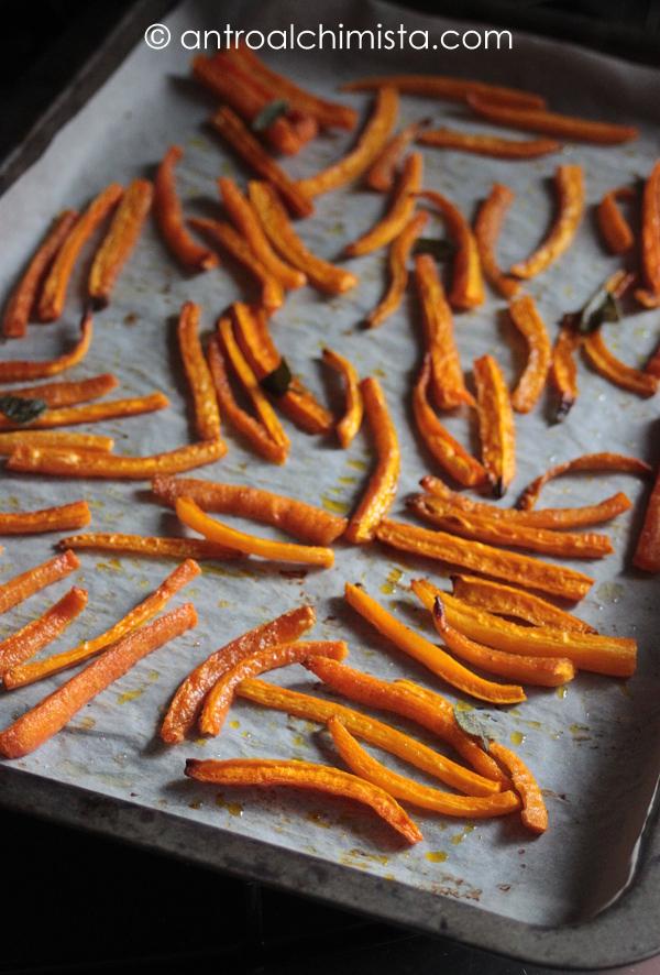 Bastoncini di Carote alla Salvia (finto fritto)