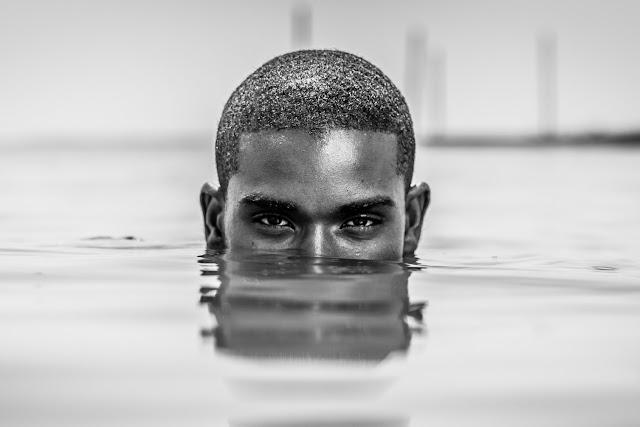 atractivo es el hombre negro