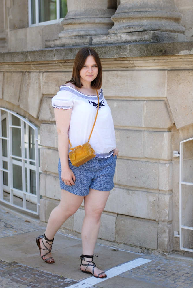 outfit off-shoulder blue shorts