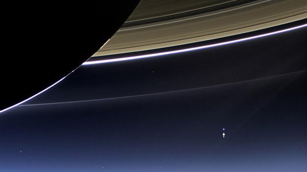 شكل-وحجم-الأرض-من-خلف-حلقات-زحل