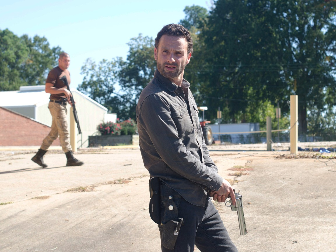 The Walking Dead - Season 2 Episode 10: 18 Miles Out