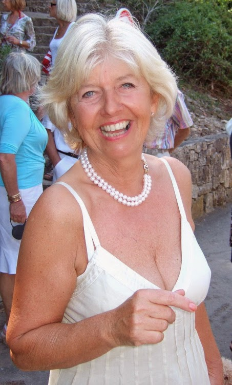 Local older women seeking men for dating and intimate encounters