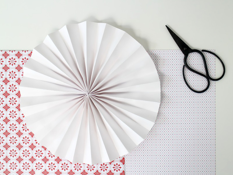 how to make paper fan circles