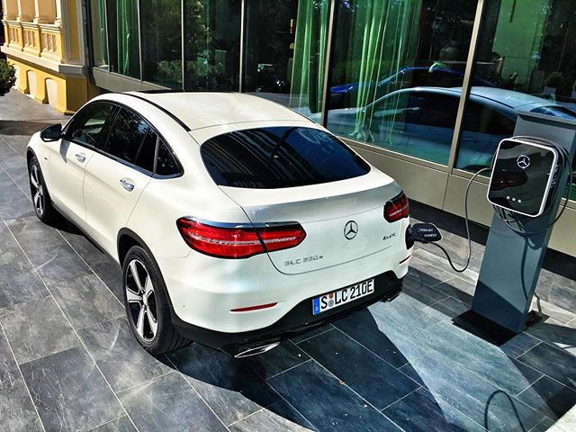 2016 mercedes benz glc 350e review specification and price. Black Bedroom Furniture Sets. Home Design Ideas