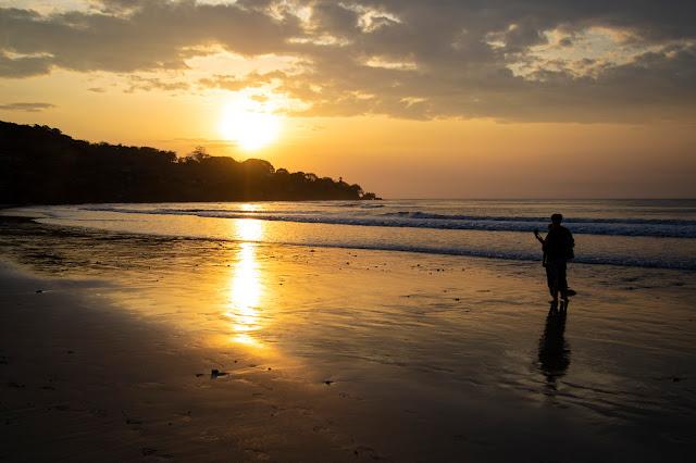 Tramonto spiaggia di Jimbaran-Jimbaran beach sunset-Bali