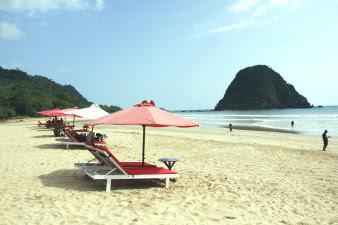Wisata Pantai Pulau Merah, Banyuwangi Jawa Timur