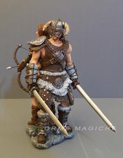 scultore statuette artistiche personalizzate videogiochi guerriero armatura spade orme magiche