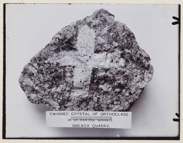 Twinned crystal of orthoclase