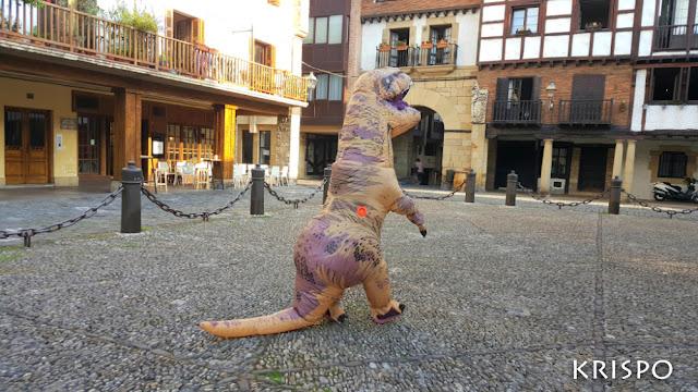 T-rex en la plaza gipuzkoa de hondarribia