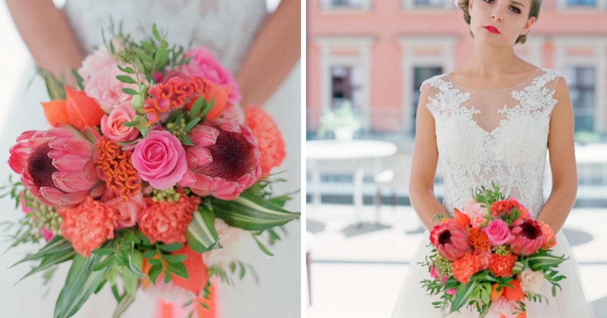 Flamingowy róż w bukiecie ślubnym.