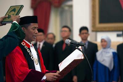 Kiprah Putra Minang Untuk Indonesia ( Saldi Isra Dilantik Jadi Hakim Konstitusi )