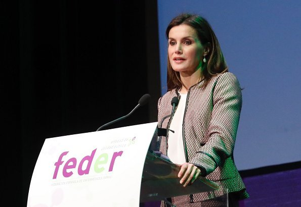 Queen Letizia wore Hugo Boss Keili Jacket and Meili Skirt, Letiza wore Prada shoes. Queen wore a Hugo Boss Keili Jacket and a Hugo Boss Meili Skirt