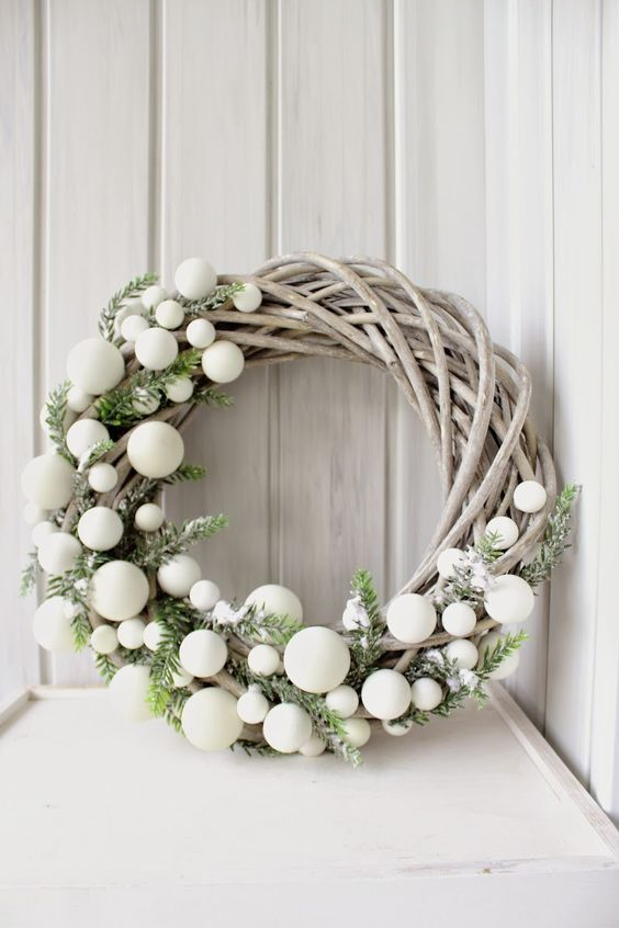 7 Gorgeous DIY Christmas Wreaths For Your Holiday Decor This Year