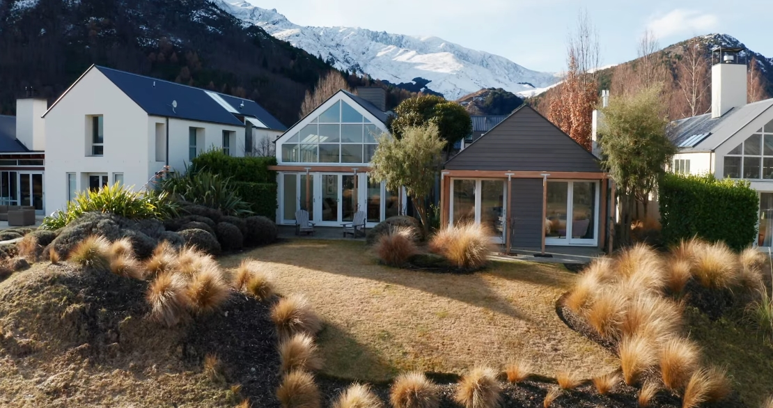 22 Interior Design Photos vs. 13 Malaghans Ridge, Arrowtown Luxury Home Tour