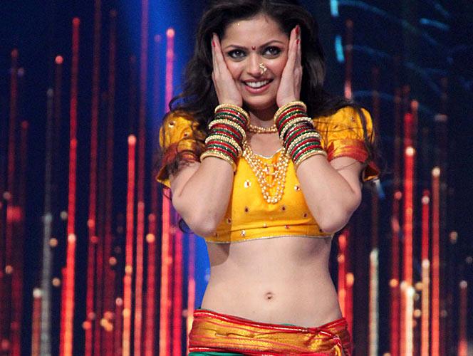 Drashti Dhami sexy navel belly button