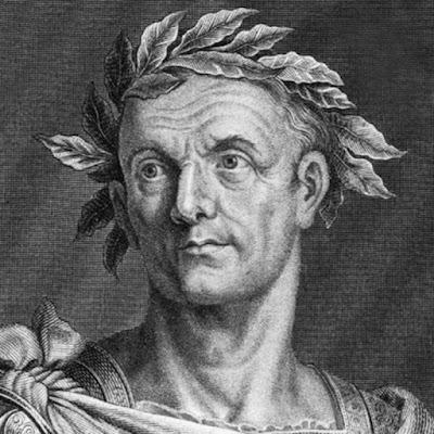 Biografi Julius Caesar   Julius Caesar adalah seorang tokoh dunia, jenderal perang sekaligus politikus Romawi yang berperan dalam transformasi Romawi menjadi kekaisaran. Ia dianggap sebagai pemimpin Romawi terbesar sepanjang sejarah. Penaklukannya ke Gallia memperluas kekuasaan Romawi hingga Samudera Atlantik. Caesar memenangkan perang sipil di Republik Romawi dan memulai reformasi di Masyarakat dan pemerintah Romawi. Dia memproklamasikan sebagai pemimpin seumur hidup dan menjadi diktaktor dengan pemerintahan terpusat. Di abad kedua sebelum Masehi, Romawi sudah menjadi kekaisaran yang besar. Namun Senat Romawi, terbukti tak mampu mengatur negara dengan baik. Korupsi merajalela dan seluruh daerah di wilayah Laut Tengah menderita akibat ketidakbecusan pemerintah. Sejak tahun 133 SM, sudah terjadi kekacauan politik cukup lama. Politisi dan para jendral saling berebut kekuasaan. Dalam kondisi tersebut Julius Caesar tampil sebagai diktaktor yang menghapus system republik yang dianggapnya tak membawa manfaat.   Menjelang akhir kehidupan Marius 'di 86 SM, perselisihan politik mencapai titik puncaknya. Beberapa perselisihan dari faksi Marius terhadap Lucius Cornelius Sulla menyebabkan perang saudara dan akhirnya memunculkan kediktatoran Sulla. Caesar berada di pihak Marius karena hubungan keluarga. Bukan saja karena ia keponakan Marius, dia juga menikah dengan Cornelia Cinnilla, putri bungsu Lucius Cornelius.   Keadaan menjadi lebih buruk pada tahun 85 SM, K