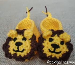 http://caxigalinas.wordpress.com/2013/08/05/lion-booties-patucos-de-leon/