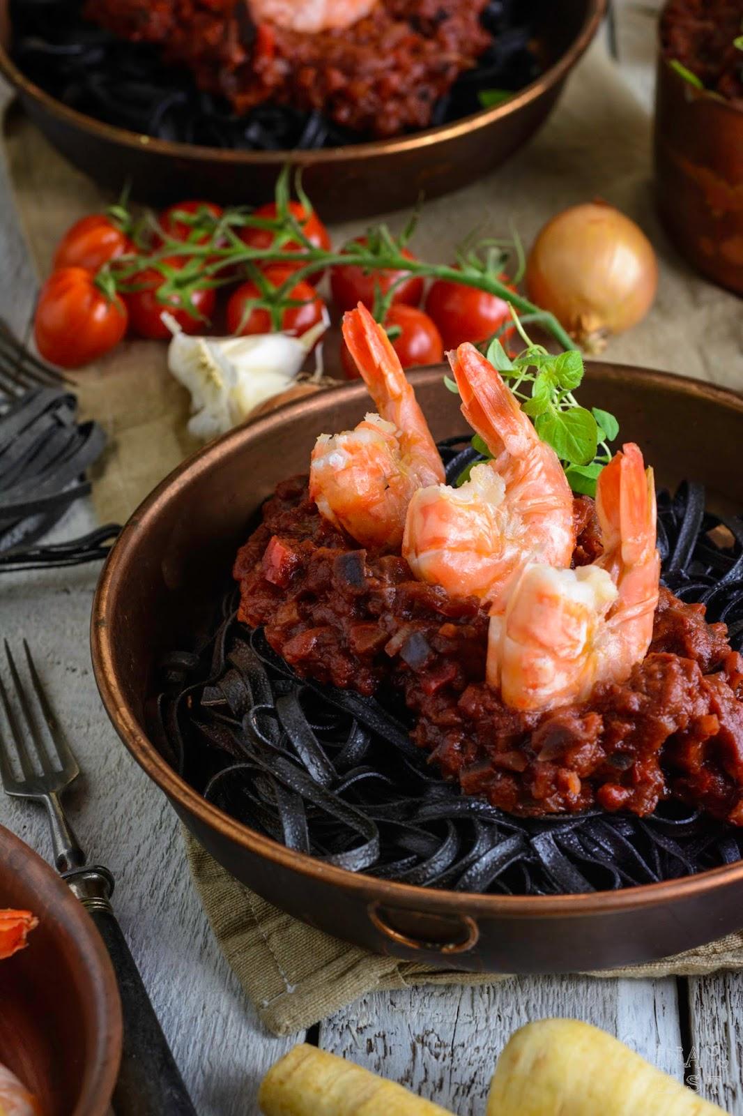 Sepia Pasta mit Tomaten-Auberginen-Sugo und Black Tiger Garnelen, Rezept Garnelen, Rewe, Rewe Black Tiger Garnelen