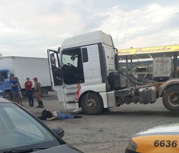 Caminhoneiro abre fogo contra policiais em Carambeí