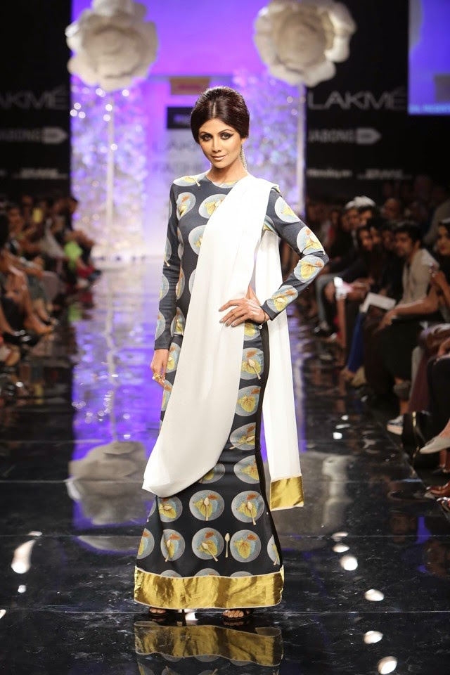 Shilpa Shetty dazzle at exotic opening night at Lakmé Fashion Week winter/festive 2014