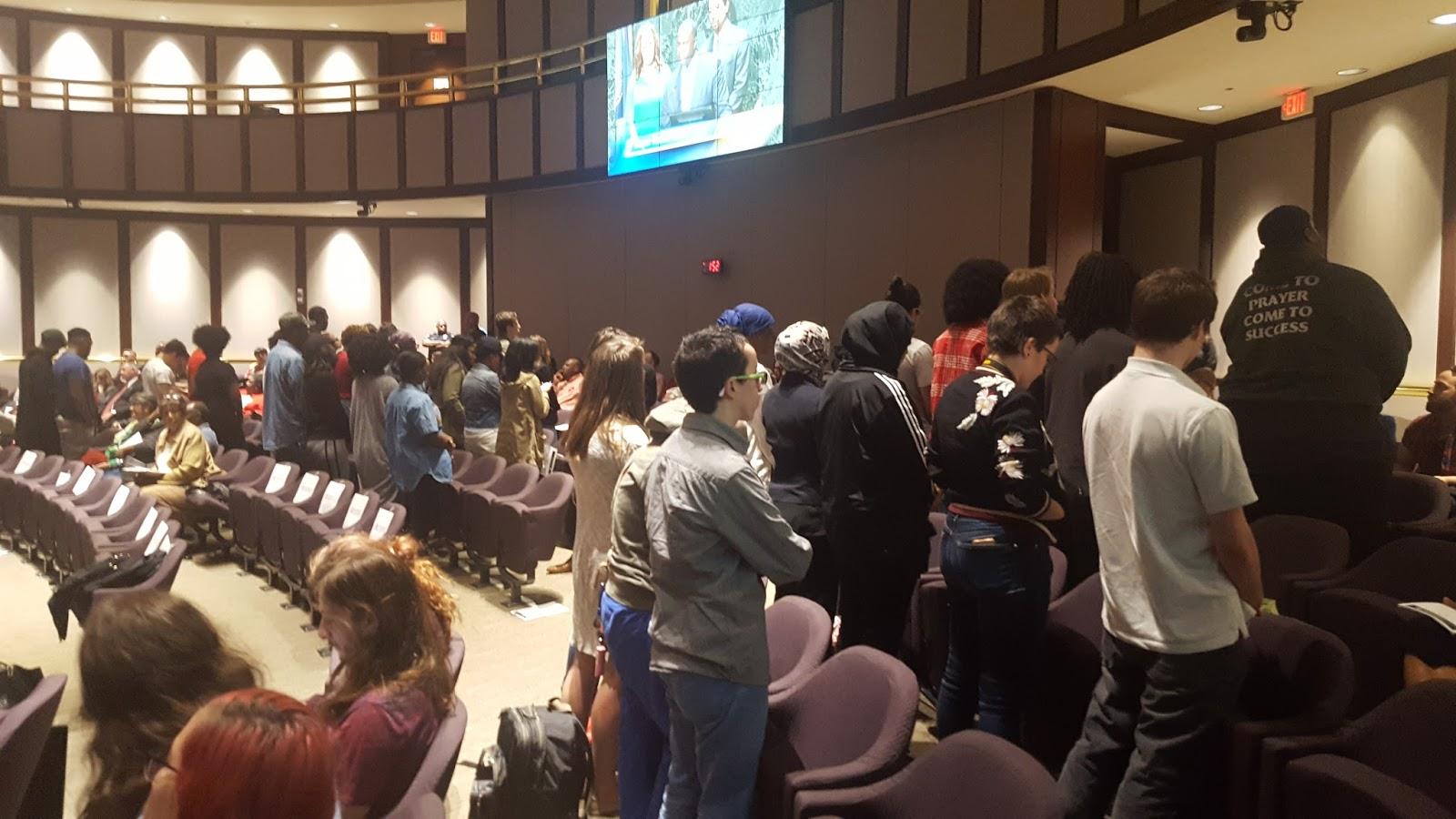 Dozens turn their back on Kasim Reed