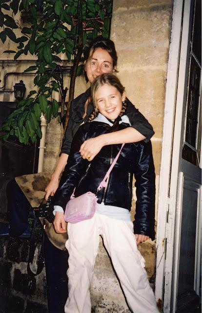 Sidsel och Maxime i deras bakgård i Paris