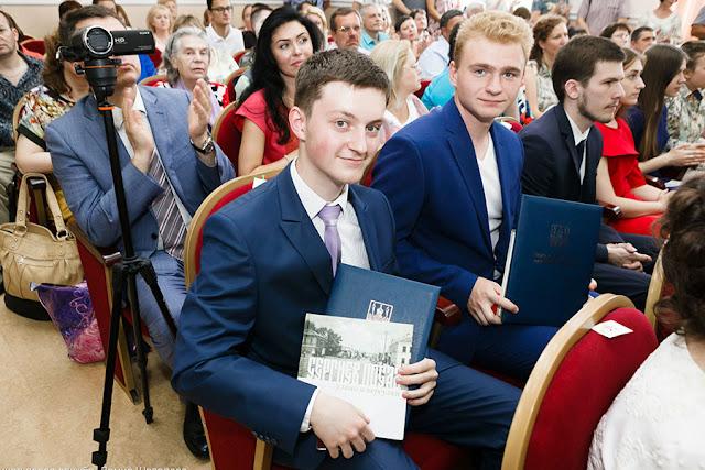 53 медали выпускникам Сергиев Посад