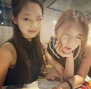 BlackPink Jennie selca Photos with friend