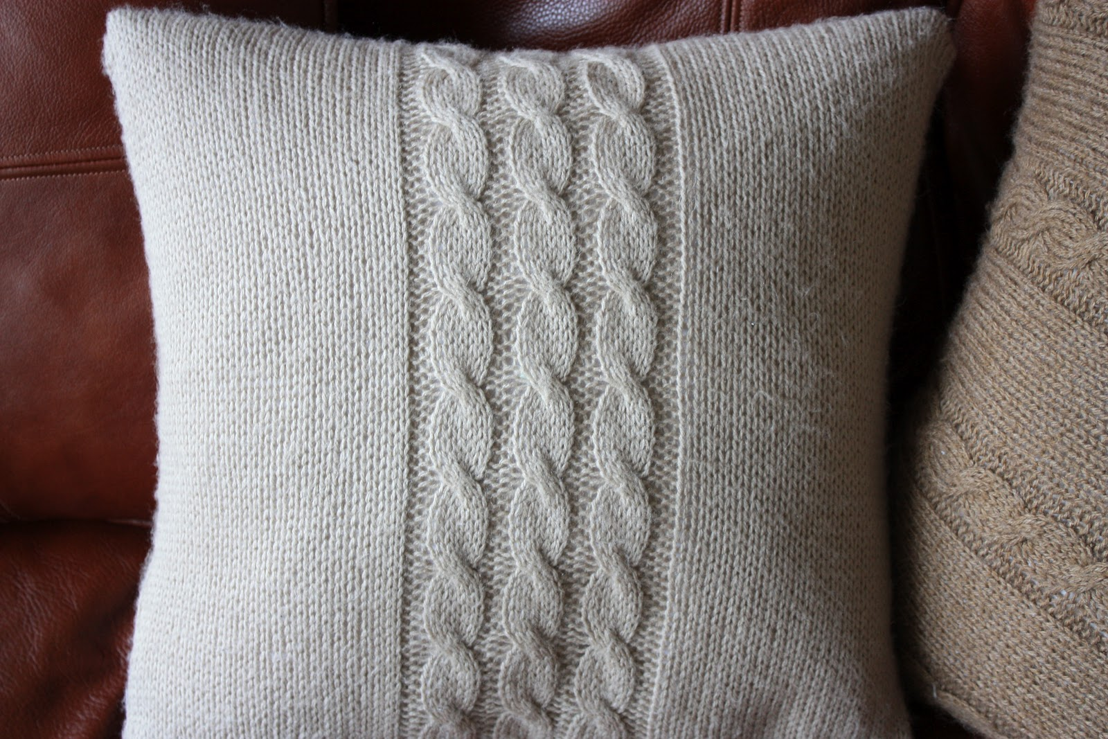 Nati's Little Things: Knitted cushion covers