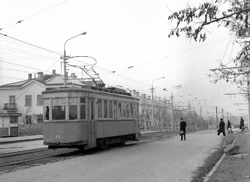 Трамвай на улице Лермонтова в Симферополе
