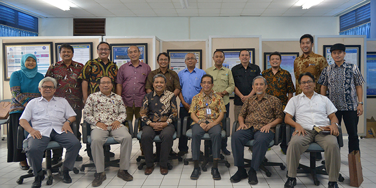 Peserta acara  Lokakarya dan Penandatangan Kerjasama berfoto bersama seusai acara. Kredit Foto - CI Indonesia