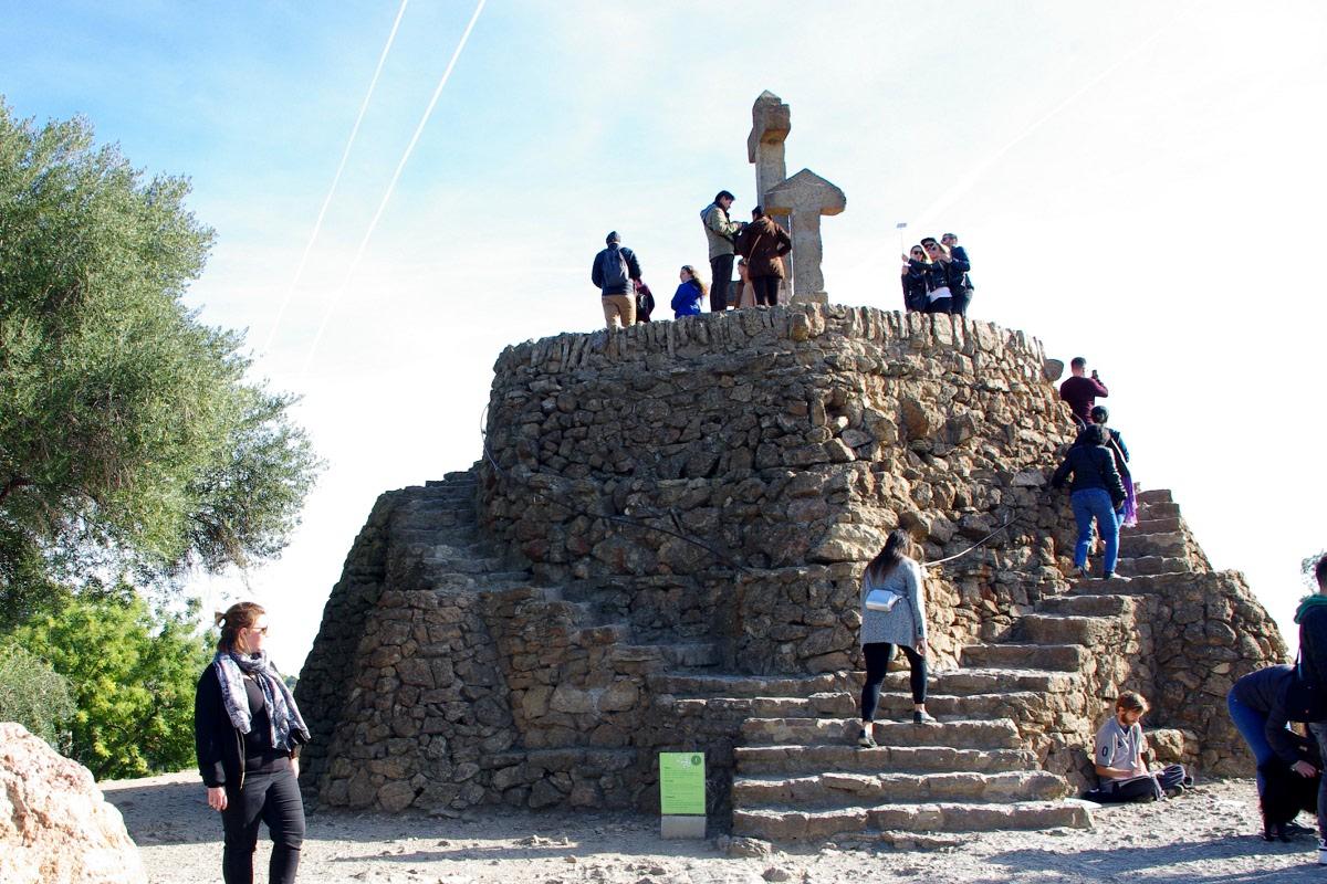 Wzgórze Krzyży w Parku Guell