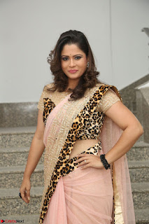 Shilpa Chakravarthy in Lovely Designer Pink Saree with Cat Print Pallu 022.JPG