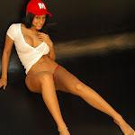 Andrea Rincon, Selena Spice Galeria 16: Linda Gorra Roja, Camiseta Blanca, Mini Tanga Roja Tipo Hilo Dental Foto 76