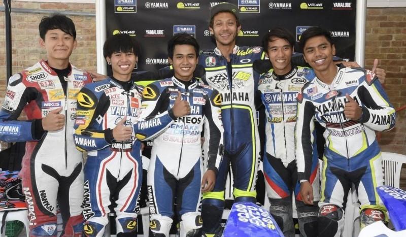 Valentino Rossi Didik 2 Rider Muda Indonesia