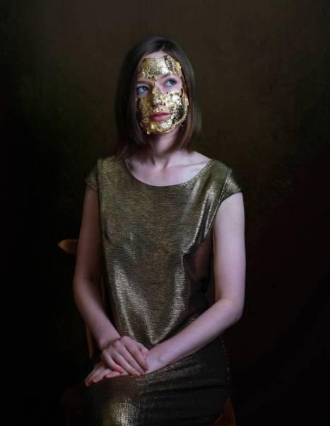 Gold Face Mask - alat kecantikan aneh