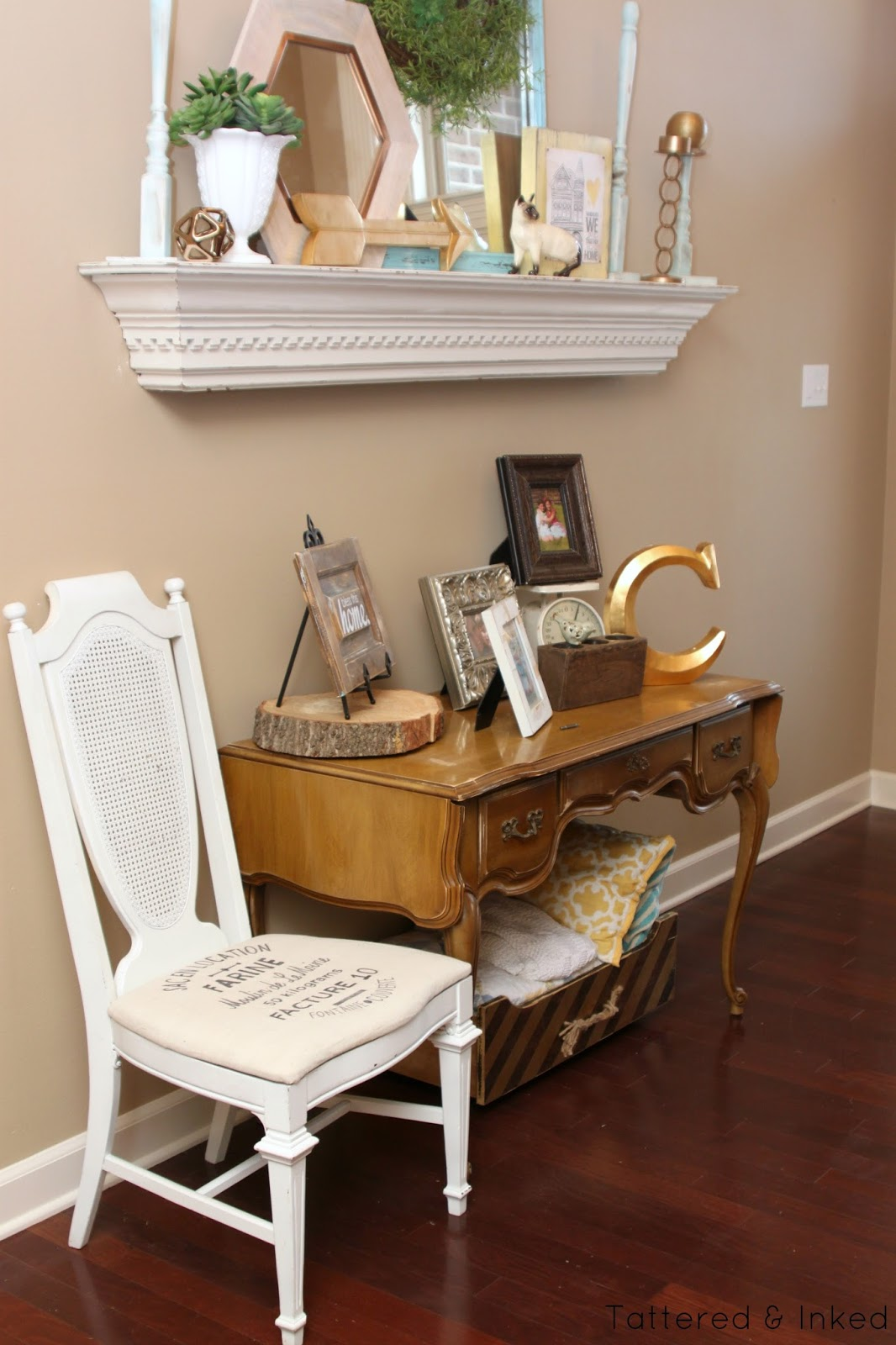 Tattered and inked mint foyer table makeover - Table vitroceramique 3 foyers ...