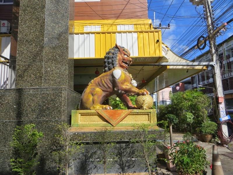 Статуя льва Хатьяй
