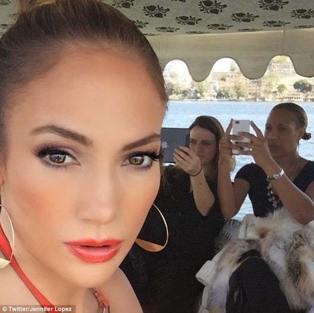 J-Lo in a boat going to Palace for wedding Performance  (Tweeted by @Jennifer Loper)