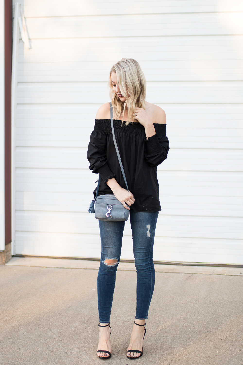 Simple but chic outfit idea: off-the-shoulder top with distressed skinnies and heels