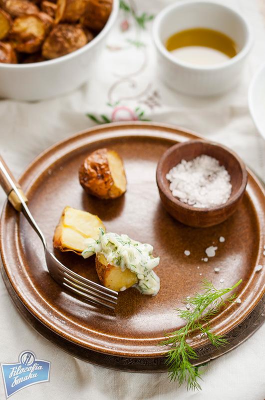 Młode ziemniaki pieczone ze skórką