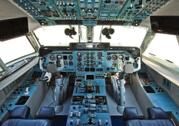 Antonov An-140 cockpit